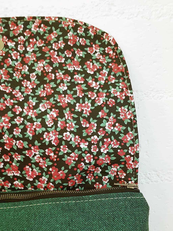 Interior flores mochila verde