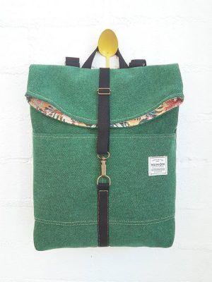 Mochila verde solapa tela reciclada