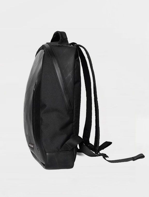 Perfil mochila sostenible caucho reciclado