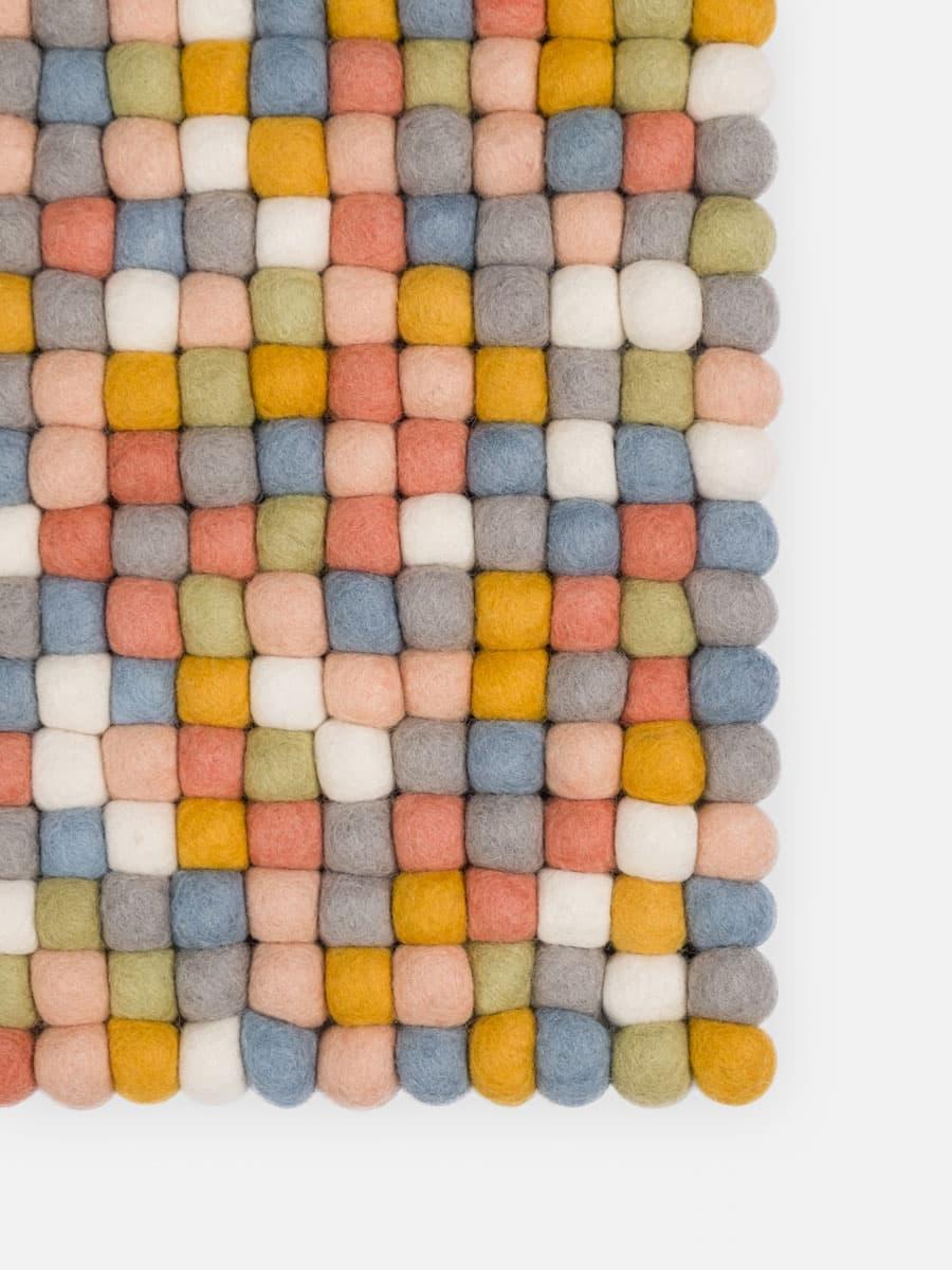 Detalle alfombra colores multicolor claro