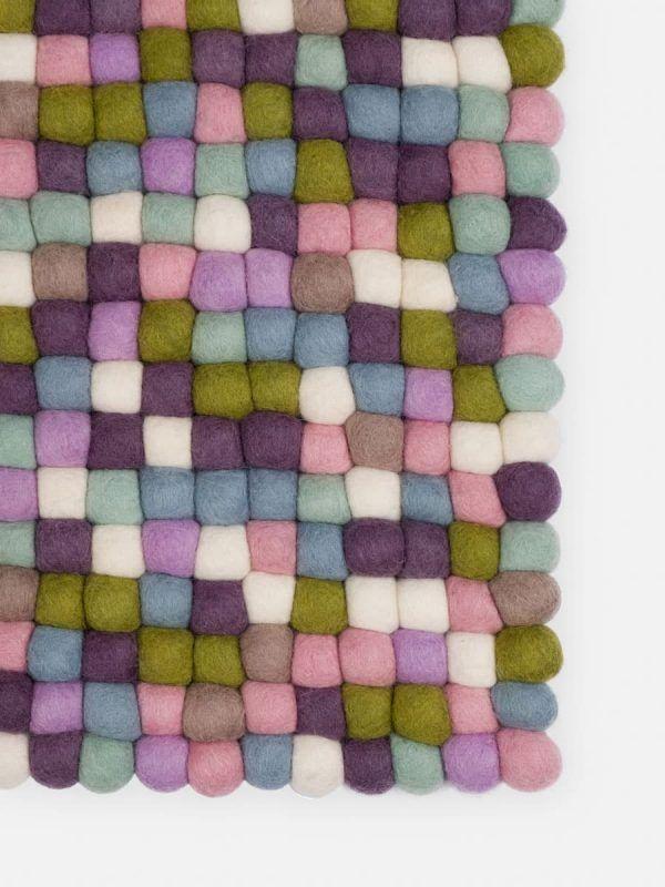 Detalle alfombra colores pastel