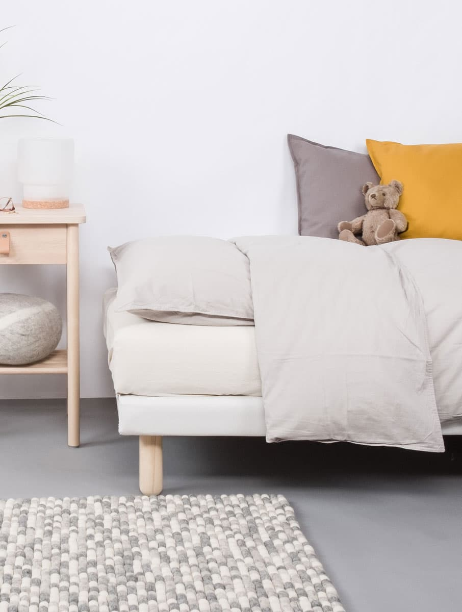 Dormitorio con alfombra colores rectangular