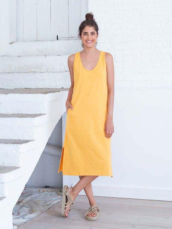 Frontal vestido midi amarillo con aberturas
