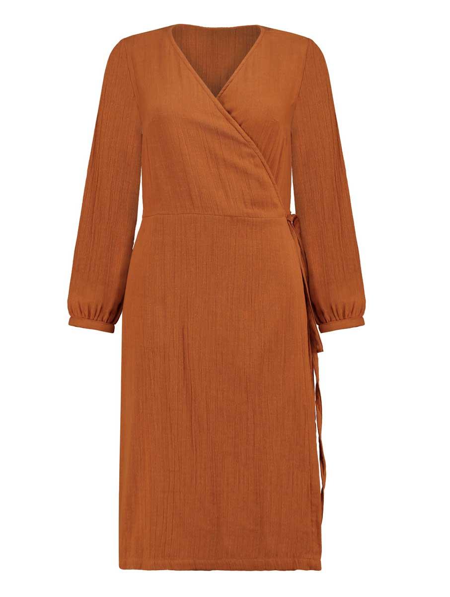 Vista frontal vestido cruzado algodón orgánico teja