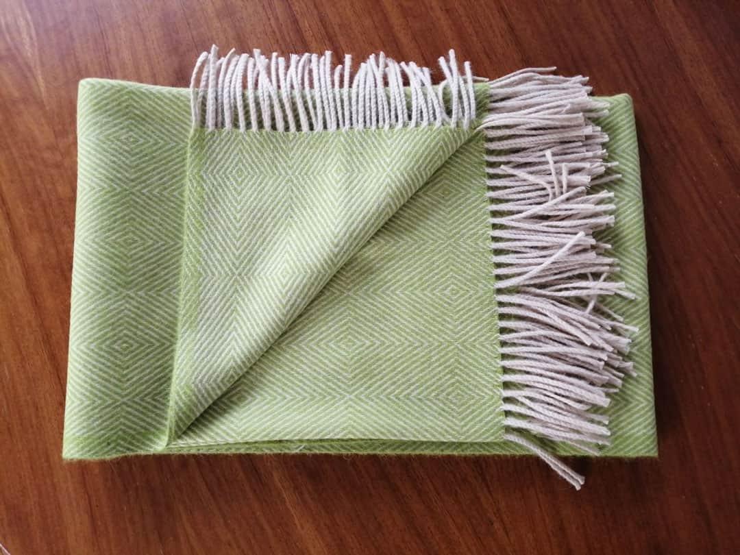 Manta de lana verde claro
