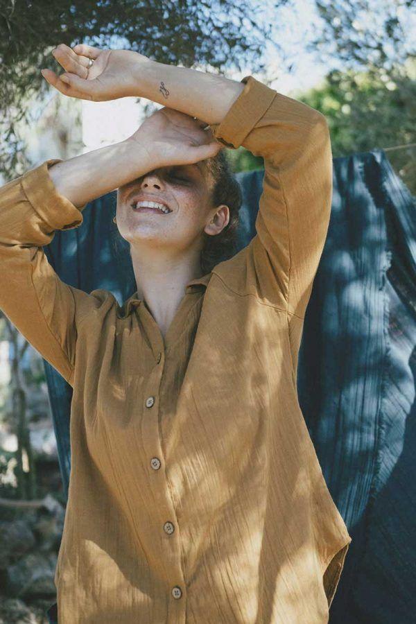 Camisa mujer color mostaza de algodón orgánico