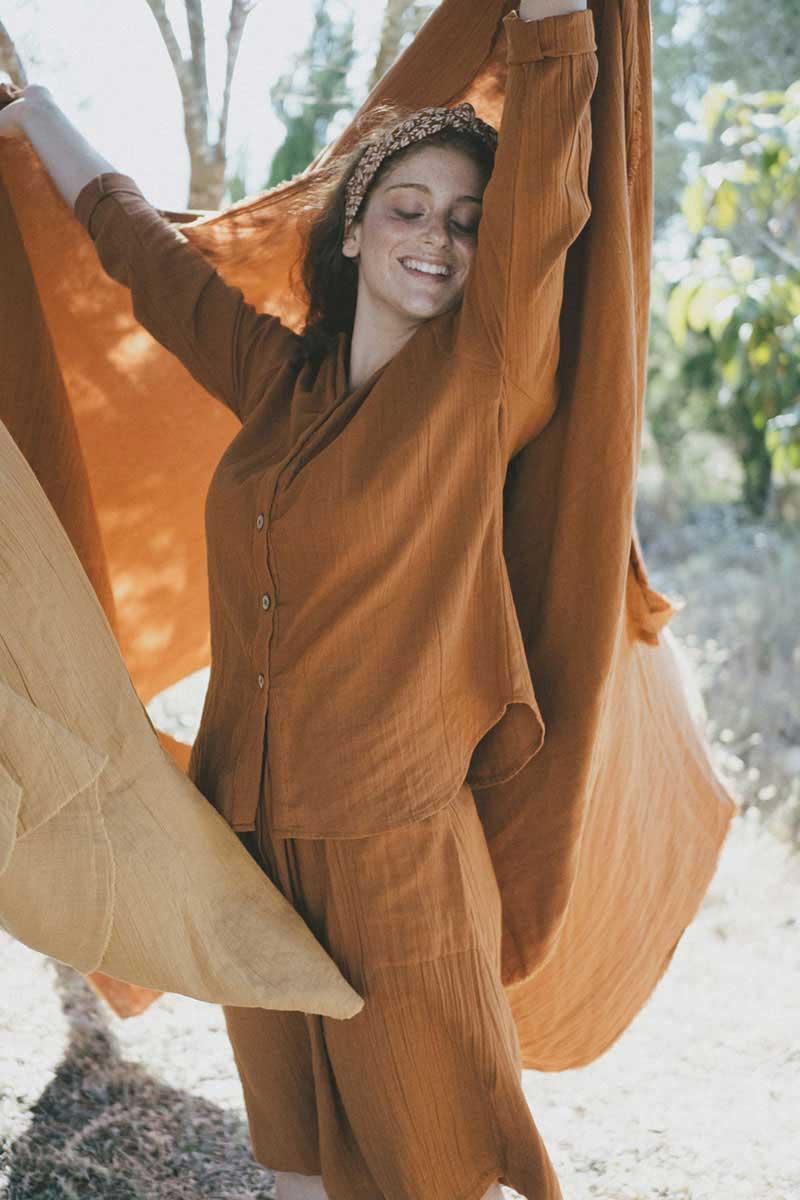 Camisa mujer sostenible color teja