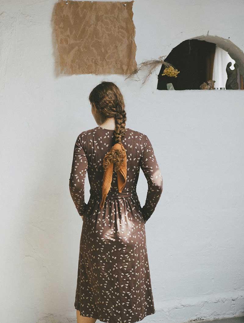 Espalda vestido cruzado marrón de algodón ecológico