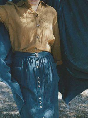Falda azul con botones de algodón orgánico