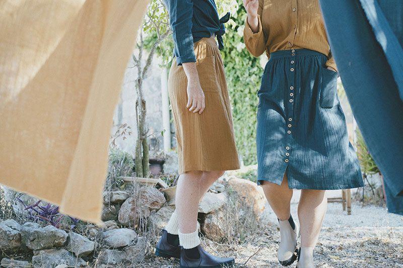 Falda ecológica azul con botones ambiente