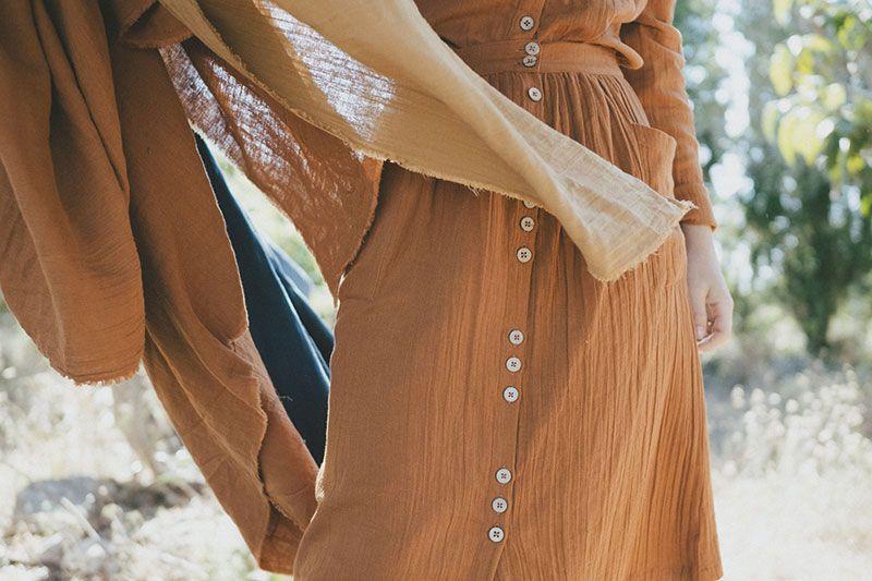 Falda ecológica con botones color teja tiralahilacha