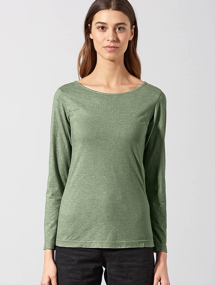 Mujer con camiseta manga larga ecológica verde jaspeado