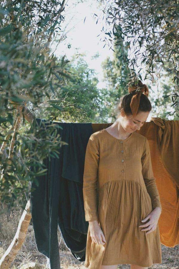 Vestido corto oversize color mostaza de tiralahilacha
