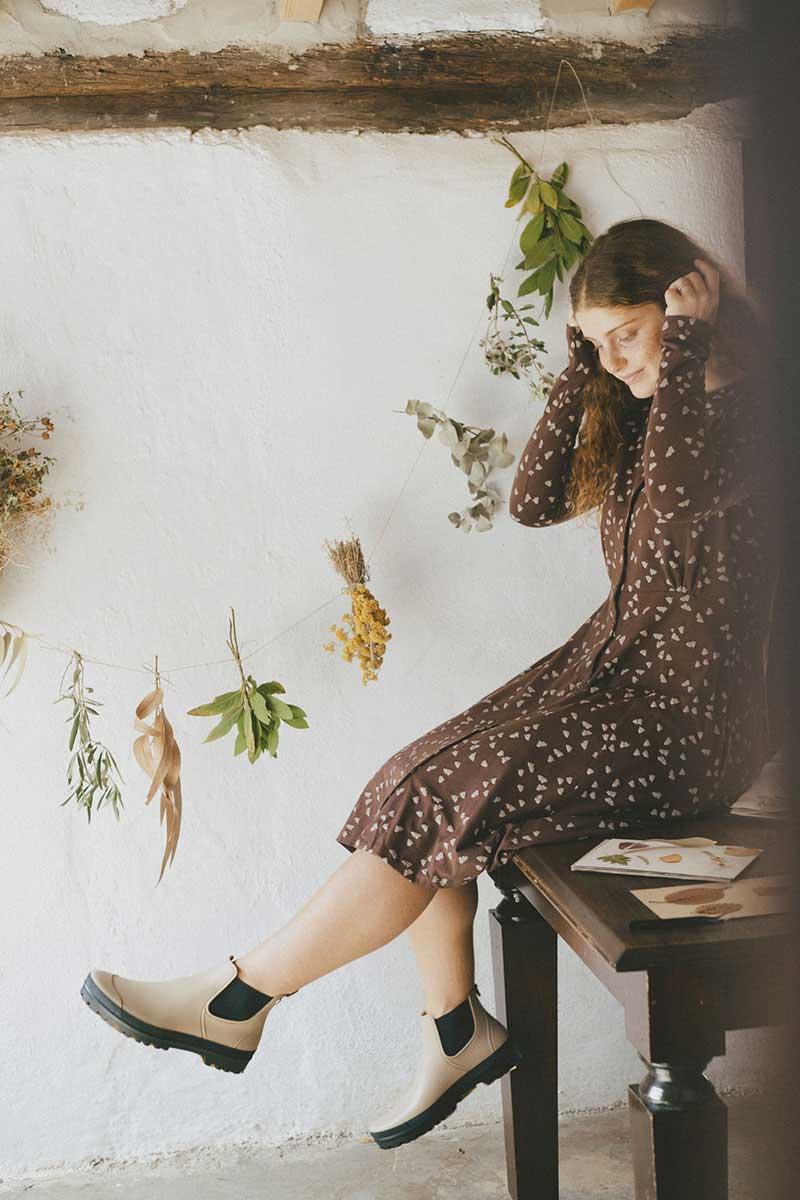 Vestido ecológico mujer marrón con bellotas