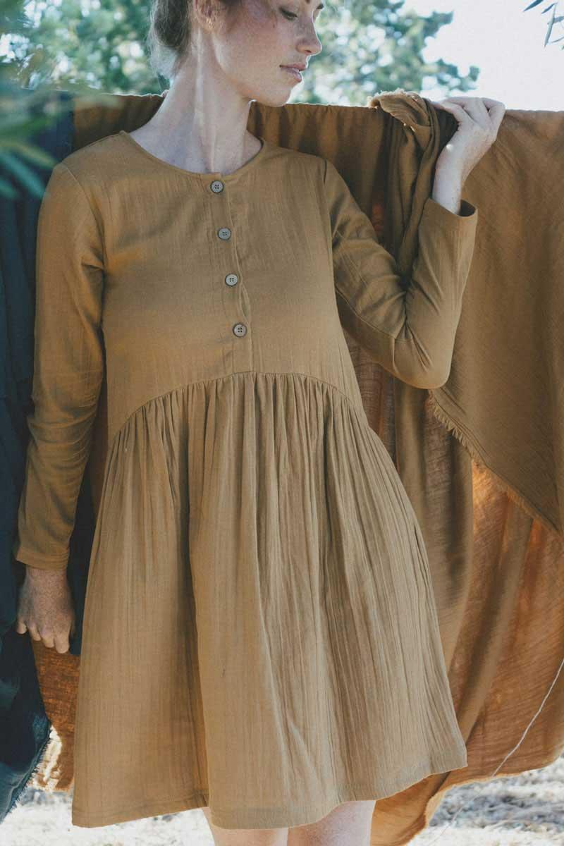 Vestido manga larga mostaza ovesize algodón orgánico