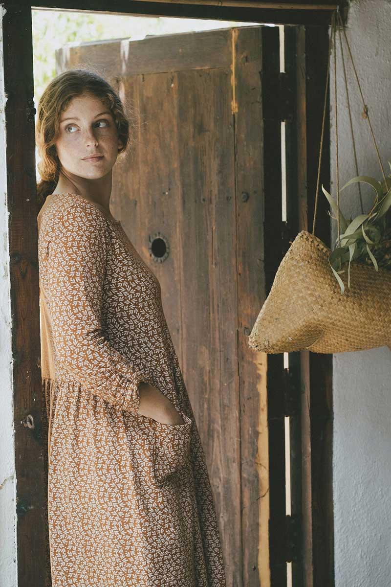Vestido oversize teja hojas algodón orgánico