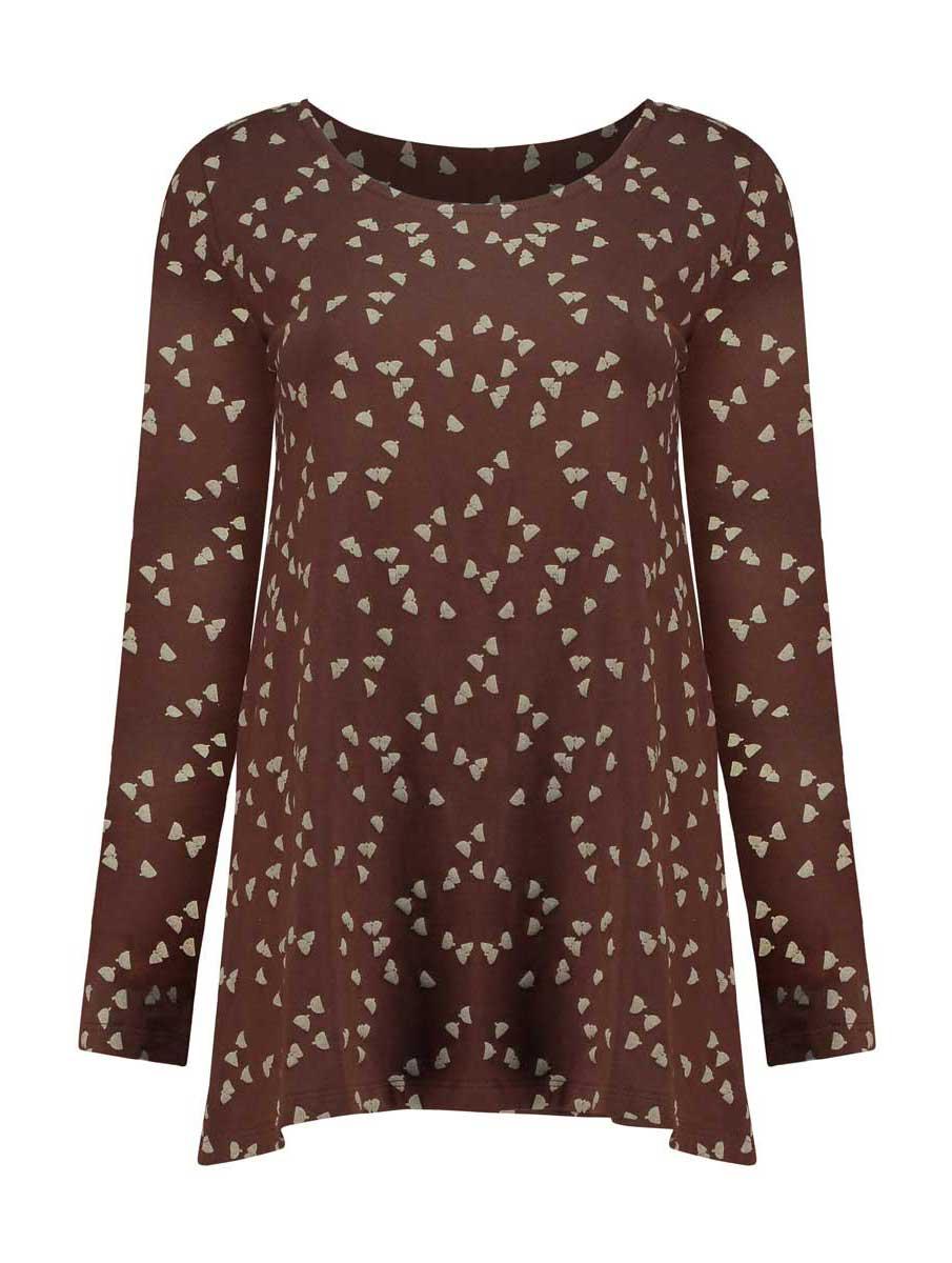 Vista completa camiseta marrón con bellotas de algodón orgánico