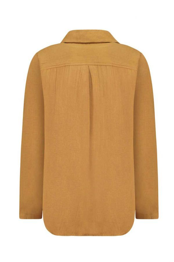 Vista trasera camisa mujer color mostaza de algodón orgánico