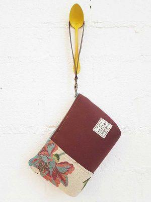 Bolso mano de tapicería reciclada granate y flores