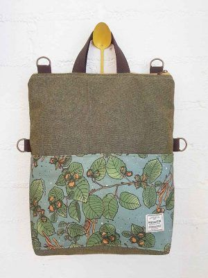 Bolso mochila verde oliva con bolsillos