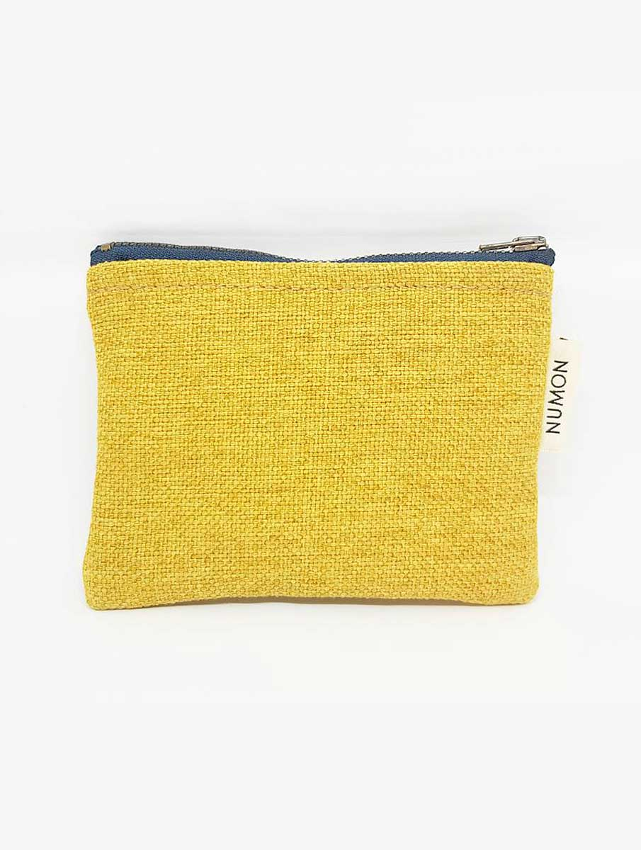 Monedero con cremallera amarillo de tapicería recuperada